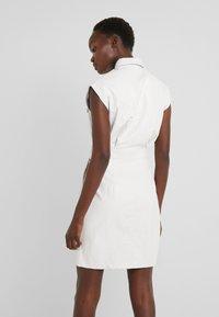 Pinko - SAVARIN ABITO WASHED SIMILPELL - Vestido camisero - bianco - 2