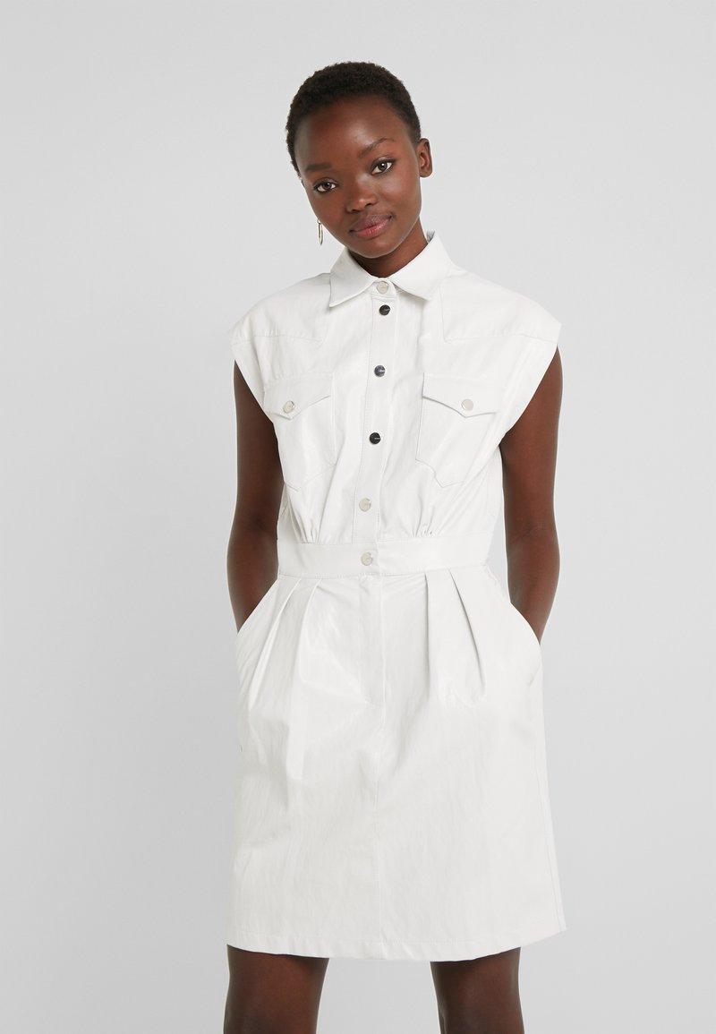 Pinko - SAVARIN ABITO WASHED SIMILPELL - Vestido camisero - bianco