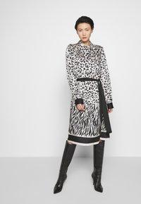 Pinko - ALICIA MACU - Sukienka koszulowa - bianco/nero - 0