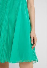 Pinko - BIANCANEVE ABITO - Vestido de cóctel - green - 4