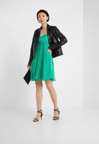 Pinko - BIANCANEVE ABITO - Vestido de cóctel - green - 1