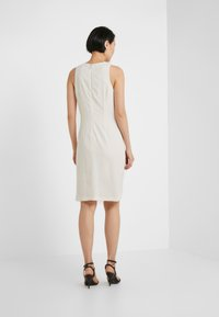 Pinko - BEBYBLADE ABITO FLUIDO - Vestido de tubo - white - 2