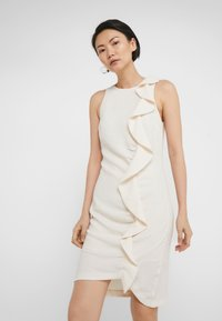 Pinko - BEBYBLADE ABITO FLUIDO - Vestido de tubo - white - 3