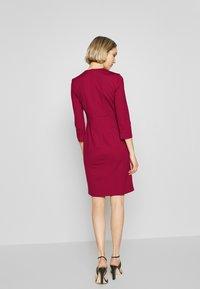 Pinko - PANNACOTTA ABITO PUNTO STOFFA - Vestido de tubo - rosso persiano - 2