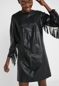 Pinko - BRANDY ABITO DRESS - Denní šaty - black - 3