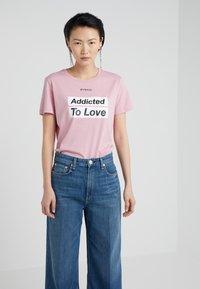 Pinko - SPONTANEO - T-shirt imprimé - pink - 0