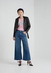 Pinko - SPONTANEO - T-shirt imprimé - pink - 1