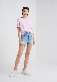 Pinko - ENOLOGIA - T-shirt con stampa - pink - 1