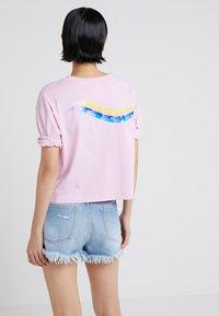 Pinko - ENOLOGIA - T-shirt con stampa - pink - 2
