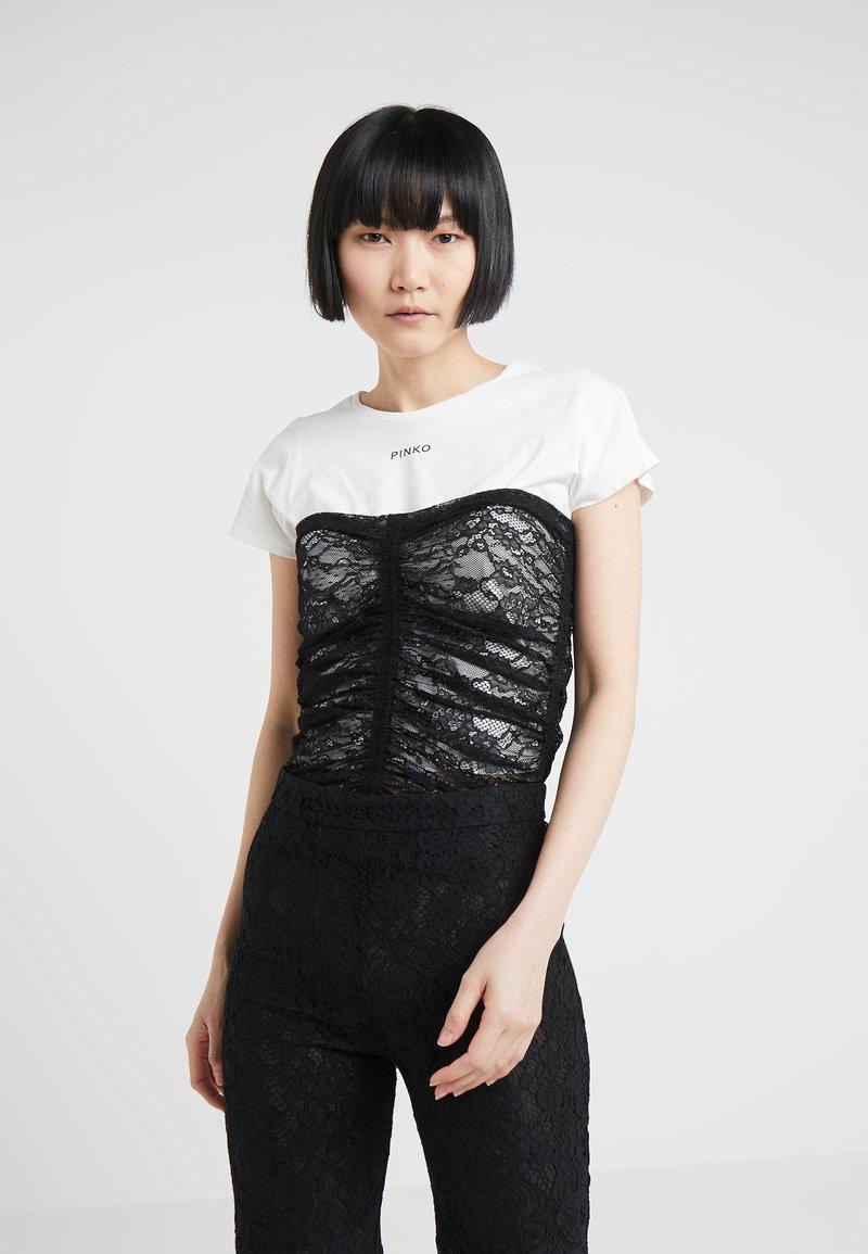 Pinko - SCOVARE - Print T-shirt - bianco/nero