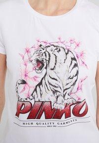 Pinko - PIMPI - Triko spotiskem - white - 5