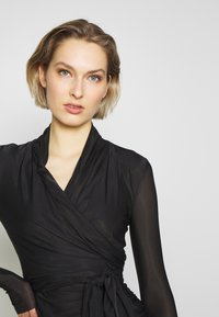 Pinko - PUCCA COPRISPALLE MAGLINA - Long sleeved top - black - 4