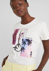 Pinko - SCONES - T-shirts med print - bianco - 5