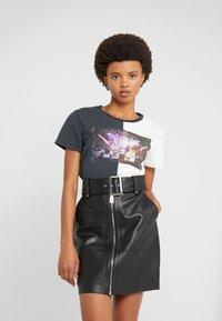 Pinko - SEMIFREDDO - T-shirt z nadrukiem - nero/bianco - 0