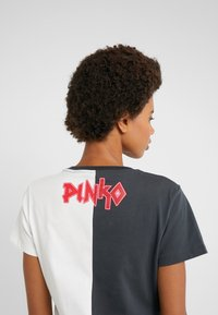 Pinko - SEMIFREDDO - T-shirt z nadrukiem - nero/bianco - 3