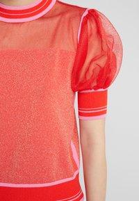 Pinko - VERZELATA MAGLIA - Print T-shirt - rosso/rosa - 5