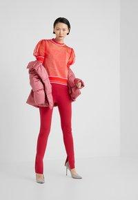 Pinko - VERZELATA MAGLIA - Print T-shirt - rosso/rosa - 1