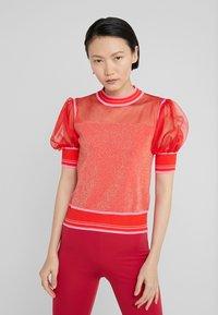 Pinko - VERZELATA MAGLIA - Print T-shirt - rosso/rosa - 0