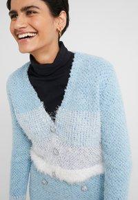 Pinko - AGONE CARDIGAN SPUGNA ARMATURA - Vest - bianco/azzurro/bluette - 3