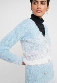 Pinko - AGONE CARDIGAN SPUGNA ARMATURA - Vest - bianco/azzurro/bluette - 5