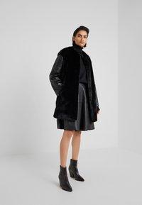Pinko - TALLONARE CAPPOTTO  - Zimní kabát - black - 1
