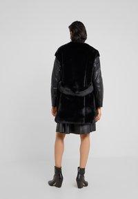 Pinko - TALLONARE CAPPOTTO  - Zimní kabát - black - 2