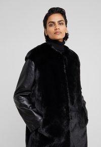 Pinko - TALLONARE CAPPOTTO  - Zimní kabát - black - 5