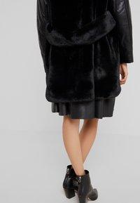 Pinko - TALLONARE CAPPOTTO  - Zimní kabát - black - 3