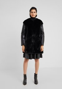 Pinko - TALLONARE CAPPOTTO  - Zimní kabát - black - 0