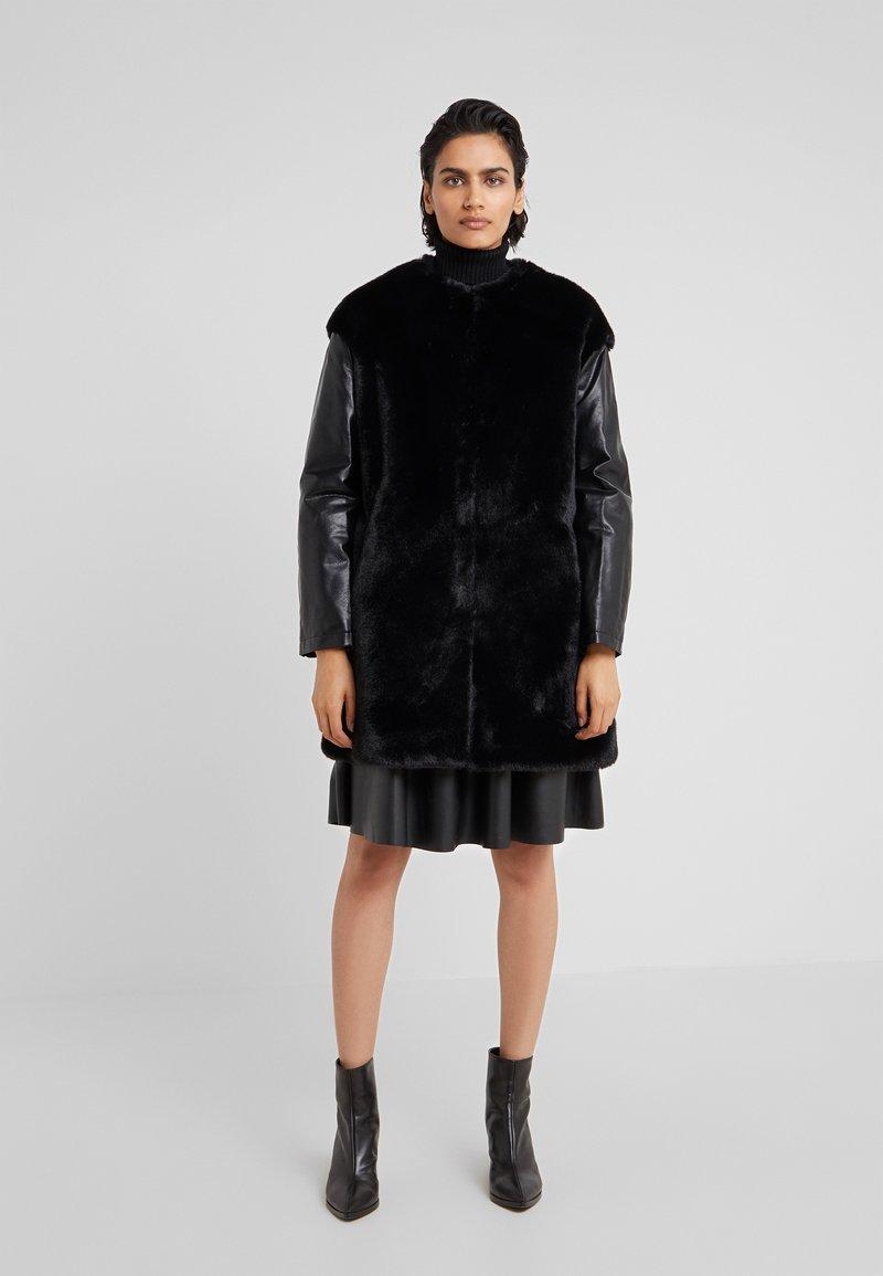 Pinko - TALLONARE CAPPOTTO  - Zimní kabát - black