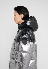 Pinko - PAMPERO PIUMINO  - Zimní kabát - silver - 5