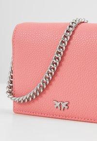 Pinko - JOLIE SIMPLY CREDIT CARD  - Portafoglio - bubble pink - 2