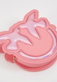 Pinko - LUCKY TRACOLLINA - Lompakko - bubble pink - 2