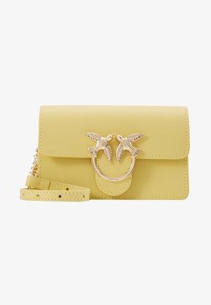 LOVE BABY SIMPLY SETA - Taška spříčným popruhem - yellow