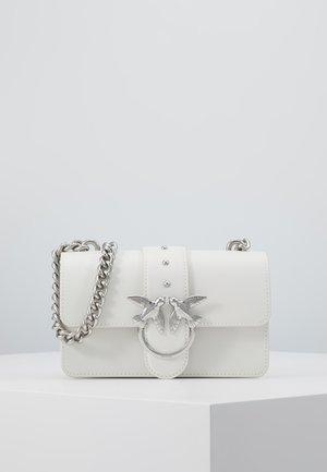 LOVE MINI SIMPLY - Skulderveske - white