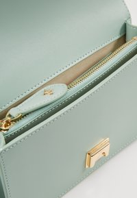 Pinko - LOVE MINI JEWELS VITELLO SETA - Sac bandoulière - aqua green - 4