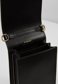 Pinko - LOVE SMART JEWELS C VITELLO SETA - Borsa a tracolla - black - 4
