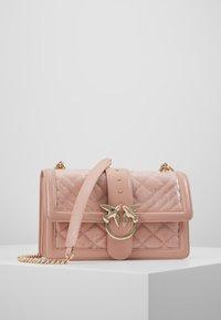 Pinko - LOVE CLASSIC RAIN - Umhängetasche - light pink - 0
