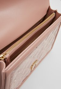 Pinko - LOVE CLASSIC RAIN - Across body bag - light pink
