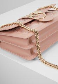 Pinko - LOVE CLASSIC RAIN - Umhängetasche - light pink - 7