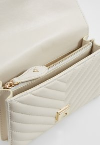 Pinko - LOVE MINI MIX  - Sac bandoulière - white - 4