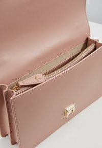 Pinko - LOVE CLASSIC STRAP - Across body bag - dust pink - 4