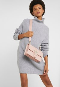 Pinko - LOVE CLASSIC STRAP - Across body bag - dust pink - 1