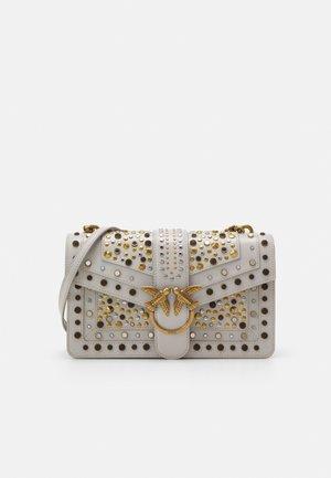 LOVE CLASSIC ICON NEW STUDS VINTAGE - Handbag - ghiaccio