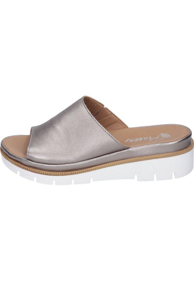 Slippers - bronze