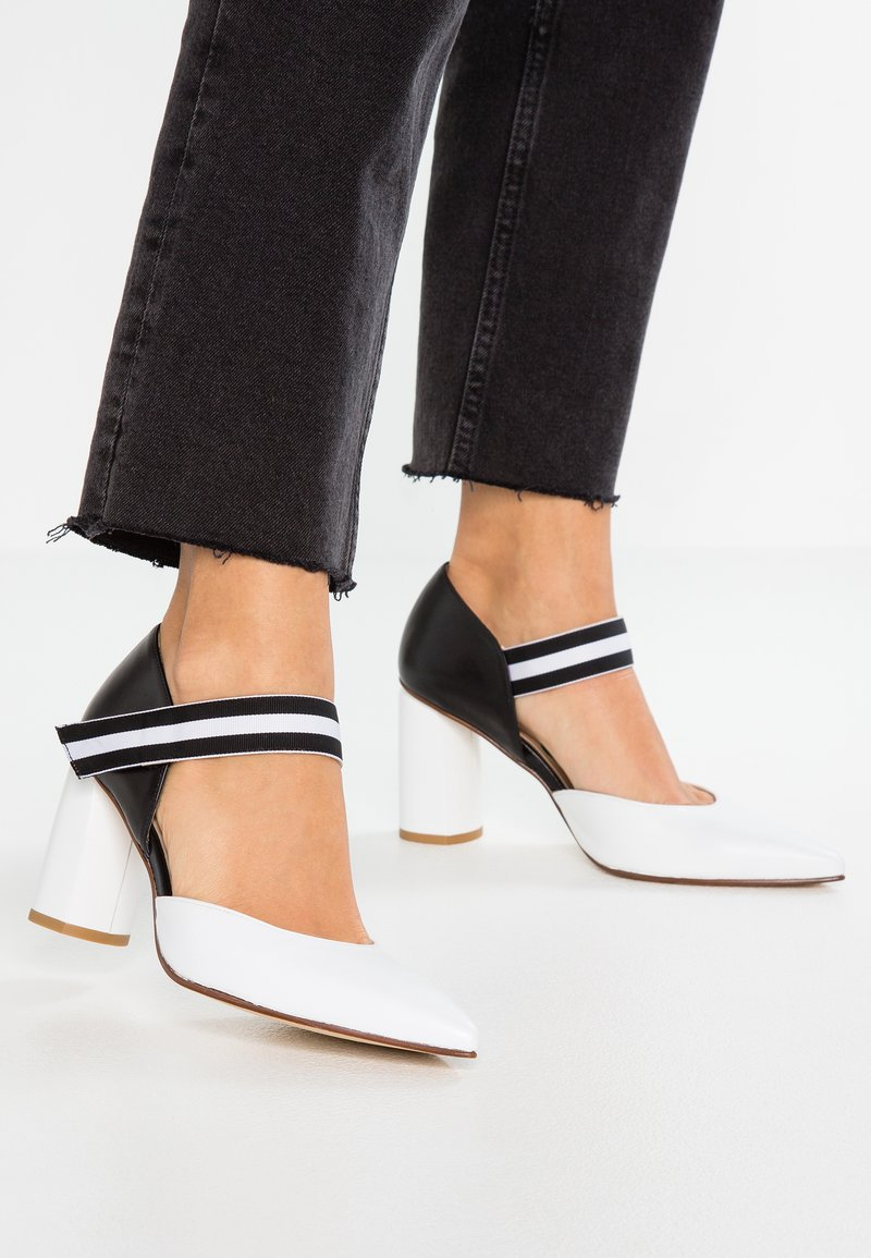 Paco Gil - MINA - Pumps - white/black