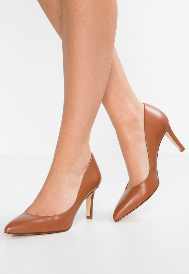 CLAIRE - Pumps - mojave