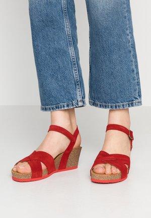 VIKA MENORCA - Korkeakorkoiset sandaalit - rojo/red