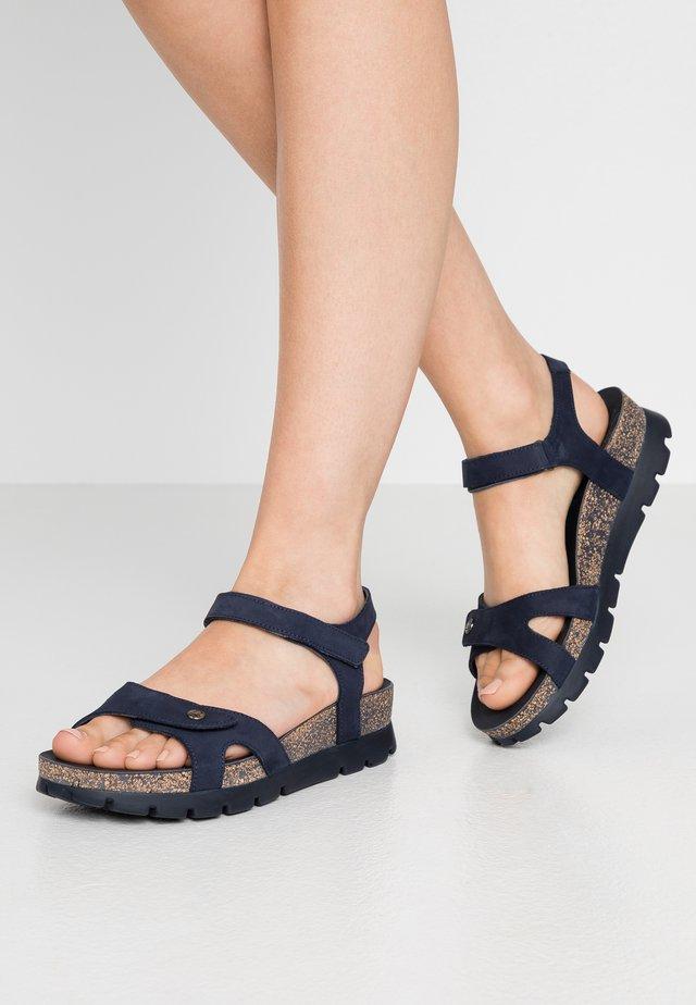 SULIA BASICS - Sandalias con plataforma - dunkelblau