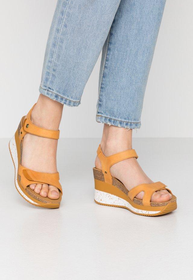 NICA SPORT - Korkeakorkoiset sandaalit - vintage
